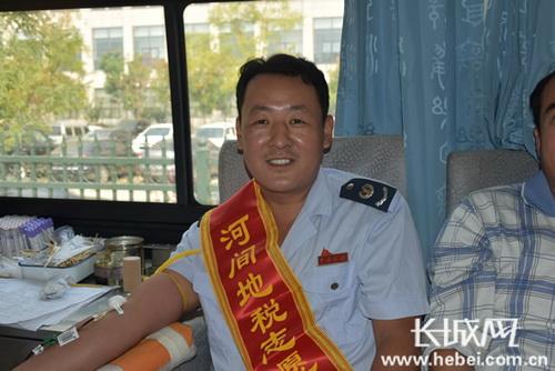 """河间地税局""""蓝色之光""""志愿者服务队组织无偿献血"""