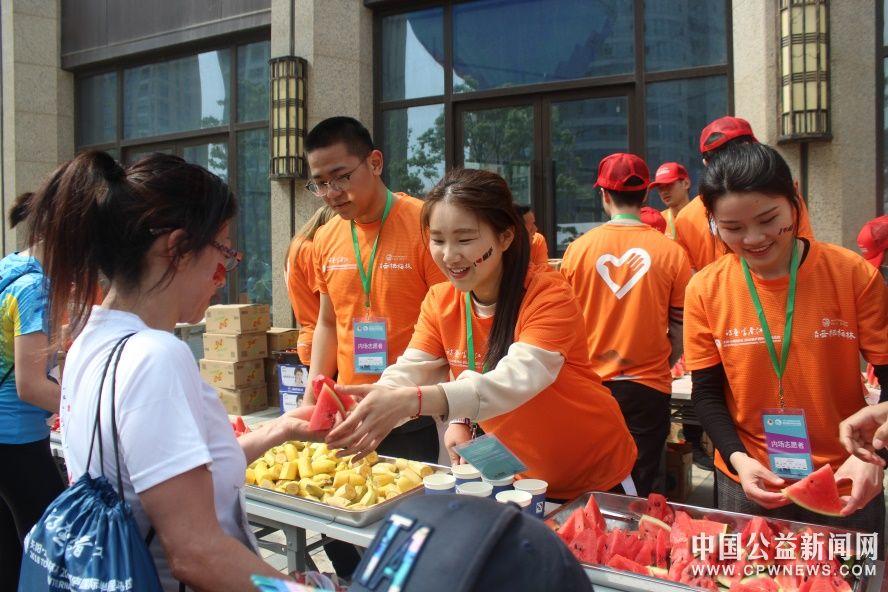 浙江三百余名高校志愿者助力马拉松为梦护航
