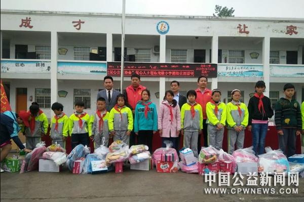 安徽蚌埠:禹之光爱心协会开展关爱贫困儿童志愿服务活动