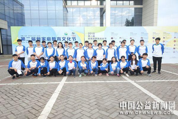 长沙医学院志愿者助力新家庭教育文化节