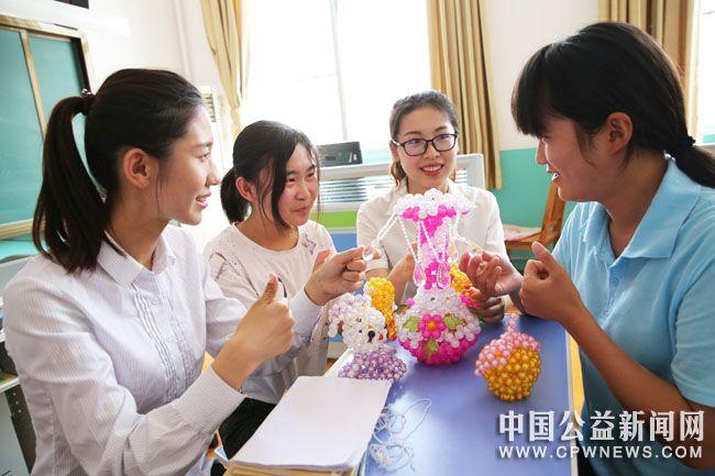 """国网平邑县供电公司志愿者""""助残日""""为聋哑学生送关爱"""