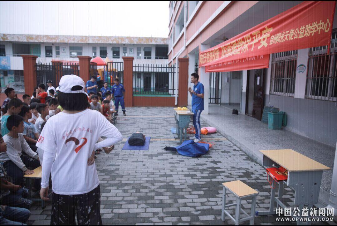 南师大健康中国暑期支教夏令营沟西分队阳光天使进校园活动