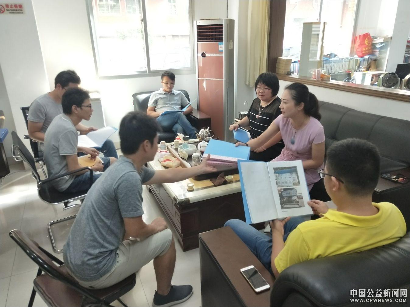 丰泽区交通市政局、考评中心联合莅临东凤社区检查垃圾分类项目