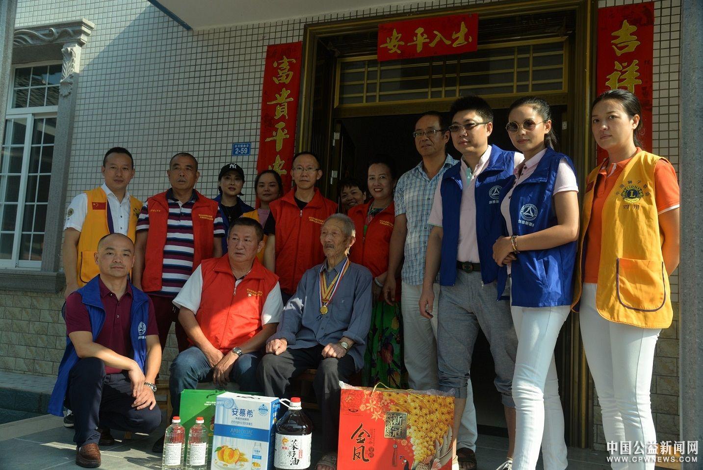 四川眉山:社会公益组织联合发起关爱抗战老兵活动