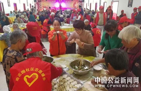 河南省杞县南花社区举办庆国庆敬老爱老饺子宴