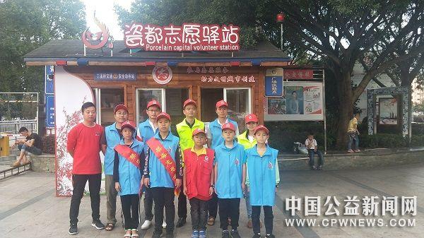 德化:瓷都志愿服务驿站志愿者 国庆假期上街劝导不文明行为