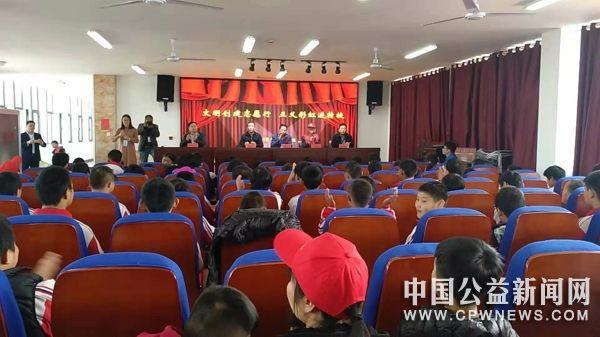 """正义彩虹志愿者协会走进沂南特校开展""""暖冬互助""""活动"""
