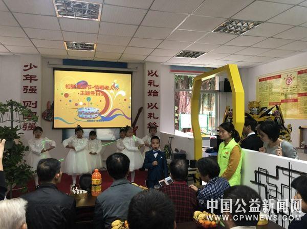 泉州丰泽东凤社区:相聚感恩节&amp#8226情暖老人心