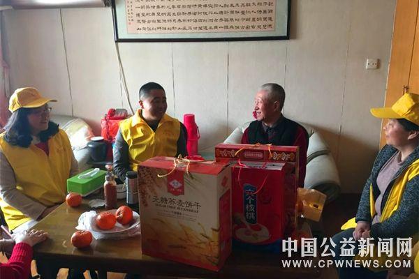 蚌埠市区青年街道同乐园社区开展清明节看望慰问烈士遗属活动