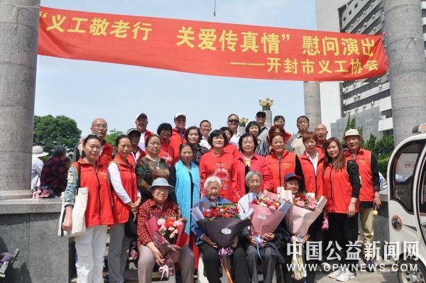 开封市义工协会为4位孤寡老母亲庆节日