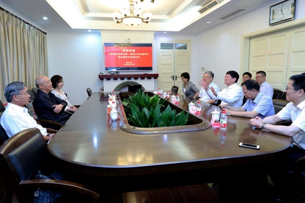 中国国民党前主席吴伯雄到访南京大学