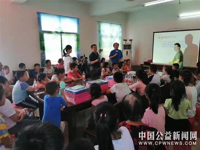 """武汉市妇联组织开展""""流动安全大篷车""""暑期慰问志愿服务活动"""