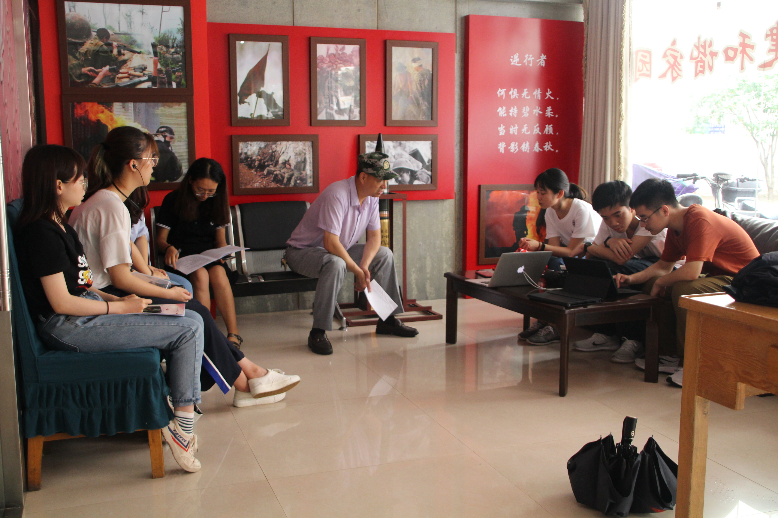 南京三点红红色养老服务中心助力大学生开展老兵口述史活动