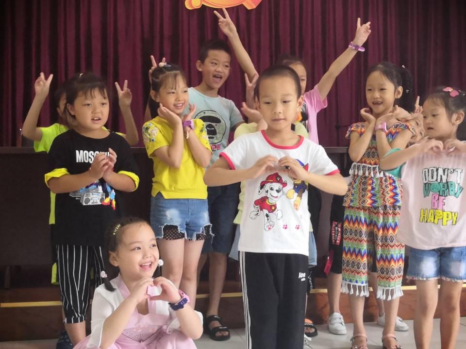 """长寿江南街道龙山社区开展""""童梦烛光生日会""""儿童陪伴服务活动"""
