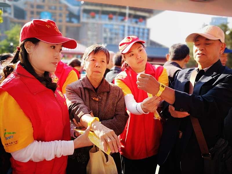 天津古文化街发放黄手环