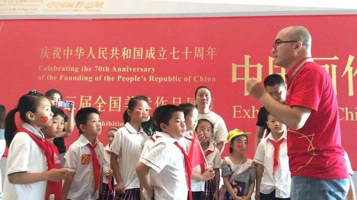 山东美术馆志愿者团队服务国展显身手