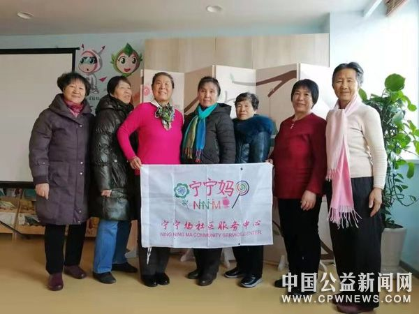 天津滨海生态城老人畅谈家和万事兴