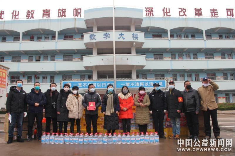 安徽涡阳县:县互联网协会成员及爱心人士积极助力疫情防控战!