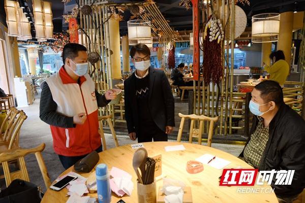 湖南株洲交通事务中心驻南湖塘社区工作队助力门店恢复营业