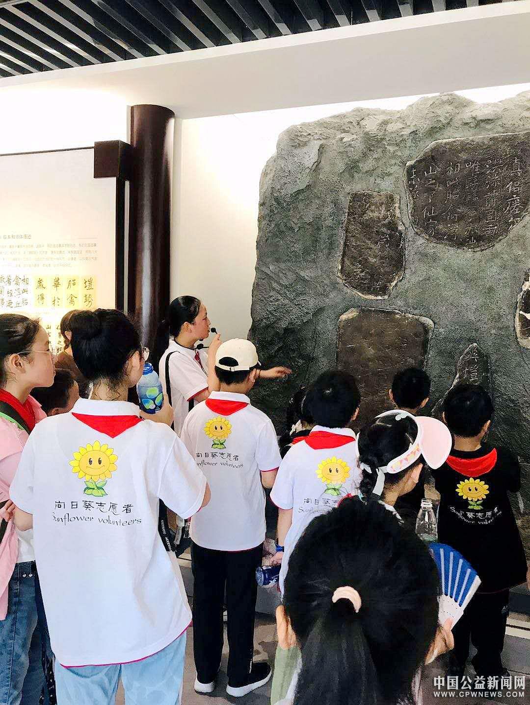 镇江向日葵青少年公益开展爱国主义教育主题活动