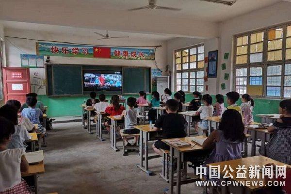 校青年志愿者联合会暑期实践简报||青春助力返家乡,志愿延续支教情