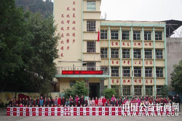 重庆:暖流包  新年走进綦江区乡村小学