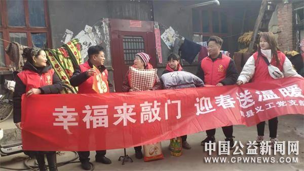 """河南:辉县义工""""幸福来敲门""""惠及113名孤困老人"""