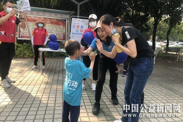 深圳南山开展关爱自闭症儿童蓝色行动 倡导社会融合
