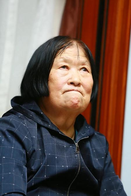 感人至深,向这位英雄母亲致敬!